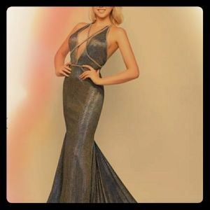 Dresses & Skirts - Lovely mermaid spaghetti strap gown